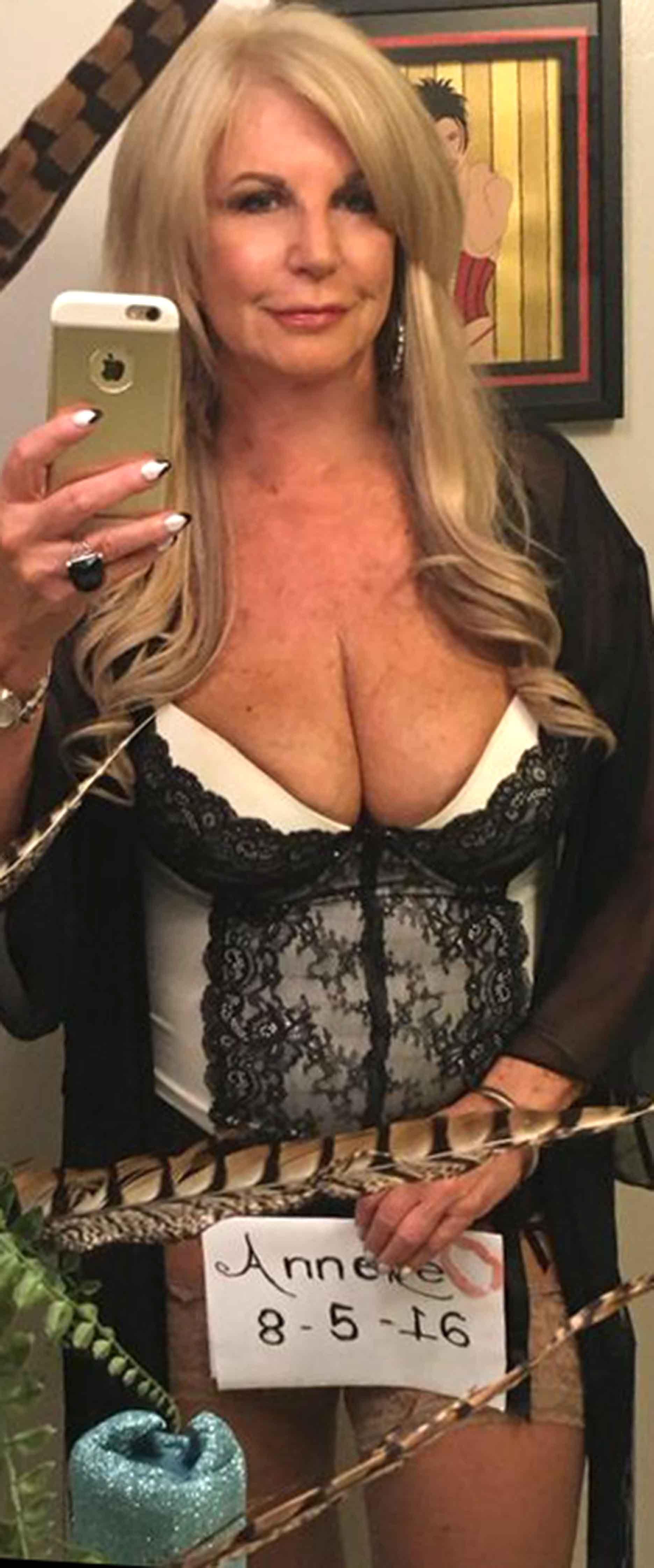 penelope cruz big boobs