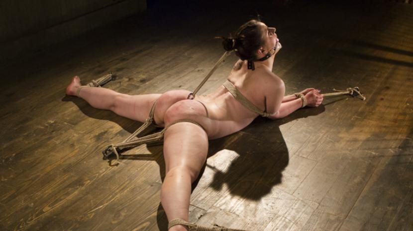 hansel and gretel witch hunters nude